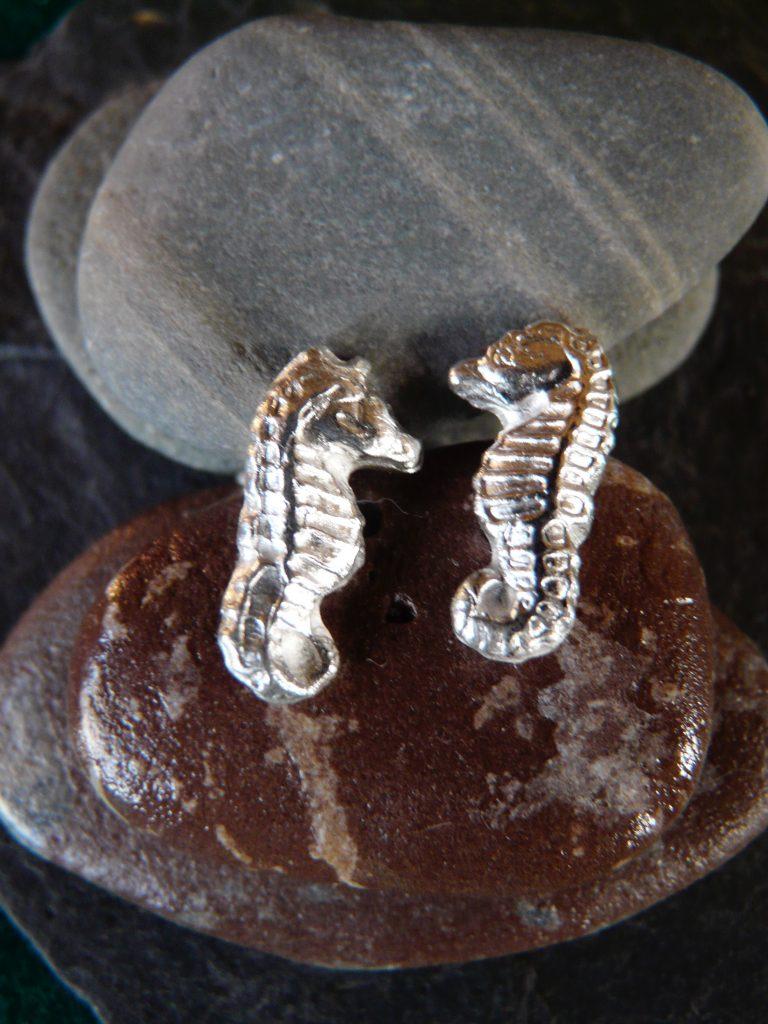 silver seahorse stud ear rings
